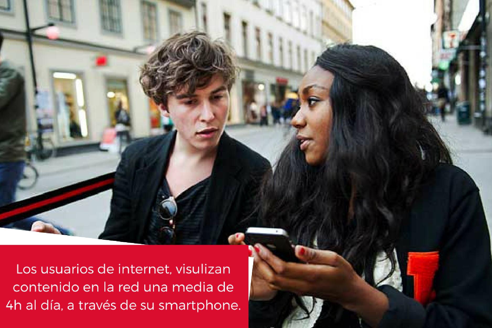 Los-usuarios-de-internet-visulizan-contenido-a-traves-de-su-smartphone.png